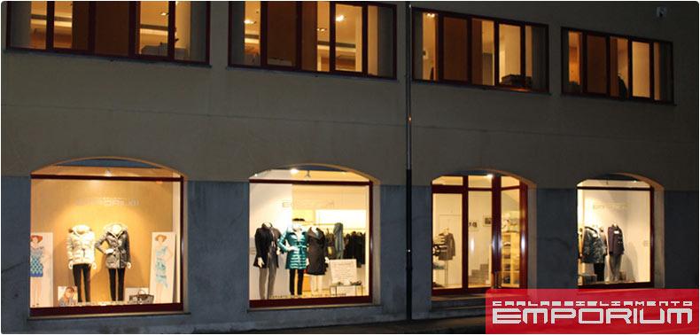 foto negozio in P.zza IV Novembre a Lomazzo